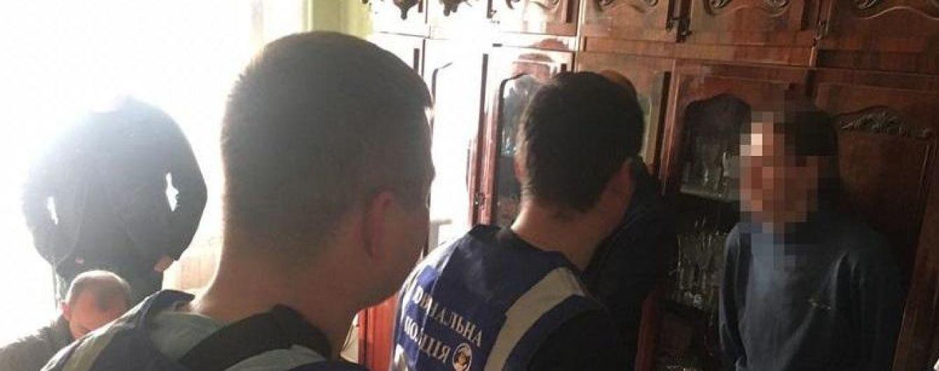 В Киеве поймали мужчину, который развращал детей в помещениях школ