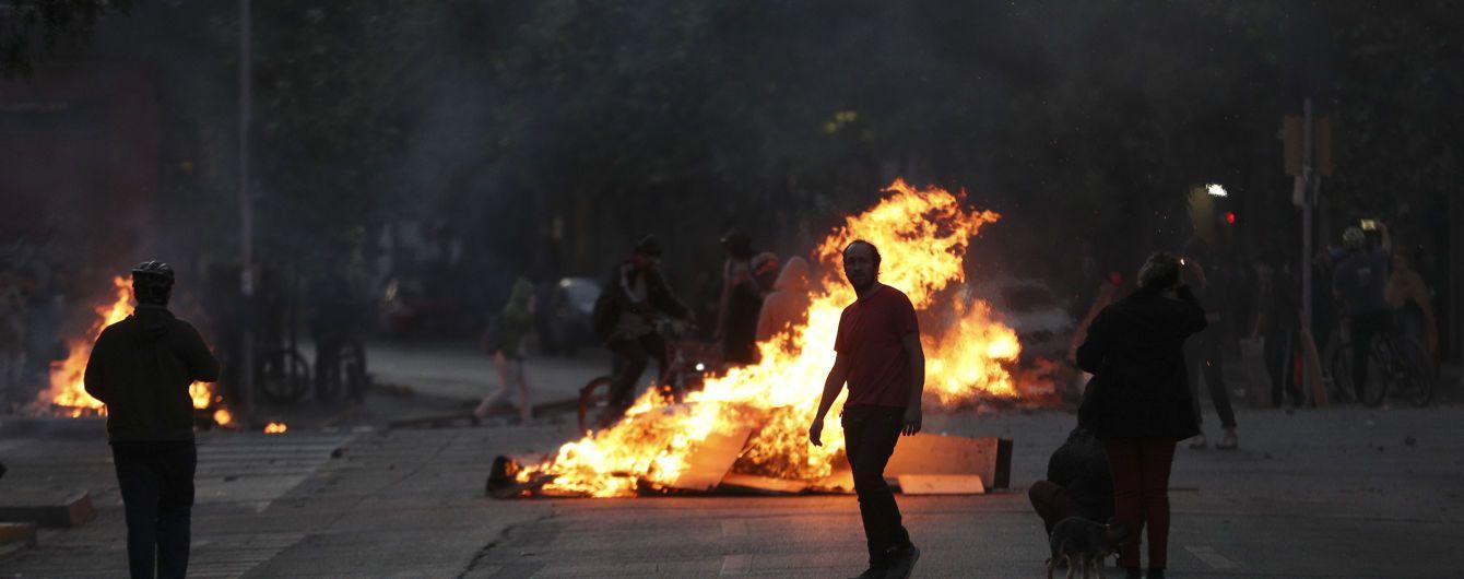 """""""Уличная война из-за 4 центов"""". Почему повышение проезда в метро заставило Чили взорваться протестами"""
