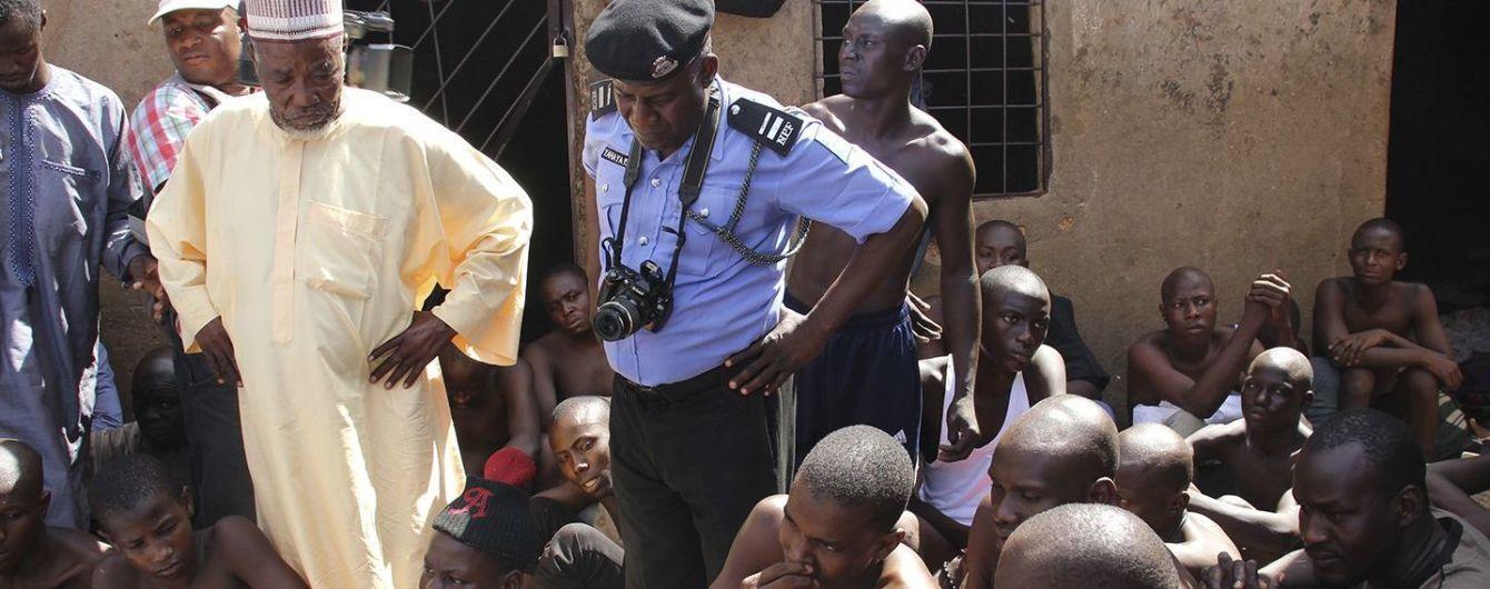 """Кандалы, избиения и изнасилования: в Нигерии за месяц освободили тысячу людей из """"исламских домов пыток"""""""