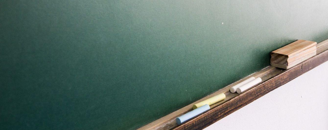 У російському Татарстані вчителька заклеїла скотчем роти першокласникам