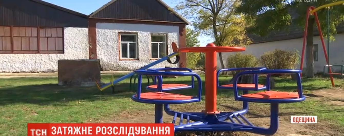 На Одещині четверо підлітків зґвалтували свого однолітка. Мати постраждалого п'ять місяців домагається покарання