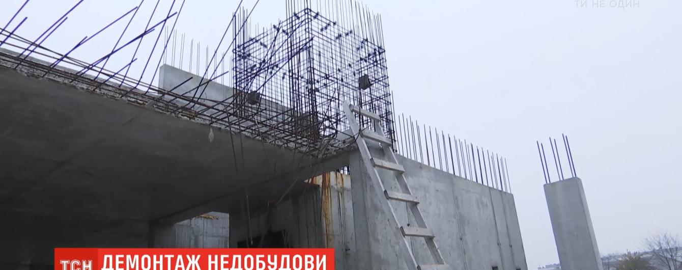 В Киеве впервые начали демонтаж незаконной застройки