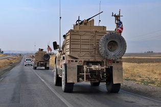 Курды забросали камнями и гнилыми овощами американских военных, которые покидают Сирию