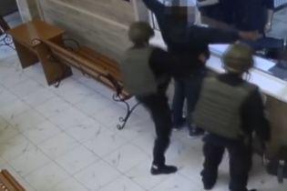 В Одесі африканець з ножем увірвався до відділу поліції і вимагав, щоб його застрелили