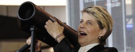 """В черно-золотом аутфите: эффектный выход звезды """"Терминатора"""" Линды Хэмилтон в Сеуле"""