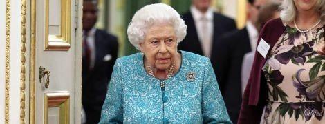 Роскошна, как всегда: королева Елизавета II на приеме во дворце Сент-Джеймс