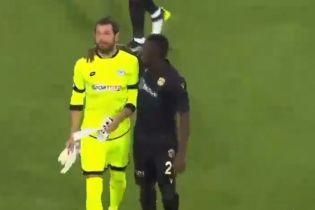 В Турции вратарь получил красную карточку на 11-й секунде за нелепое нарушение