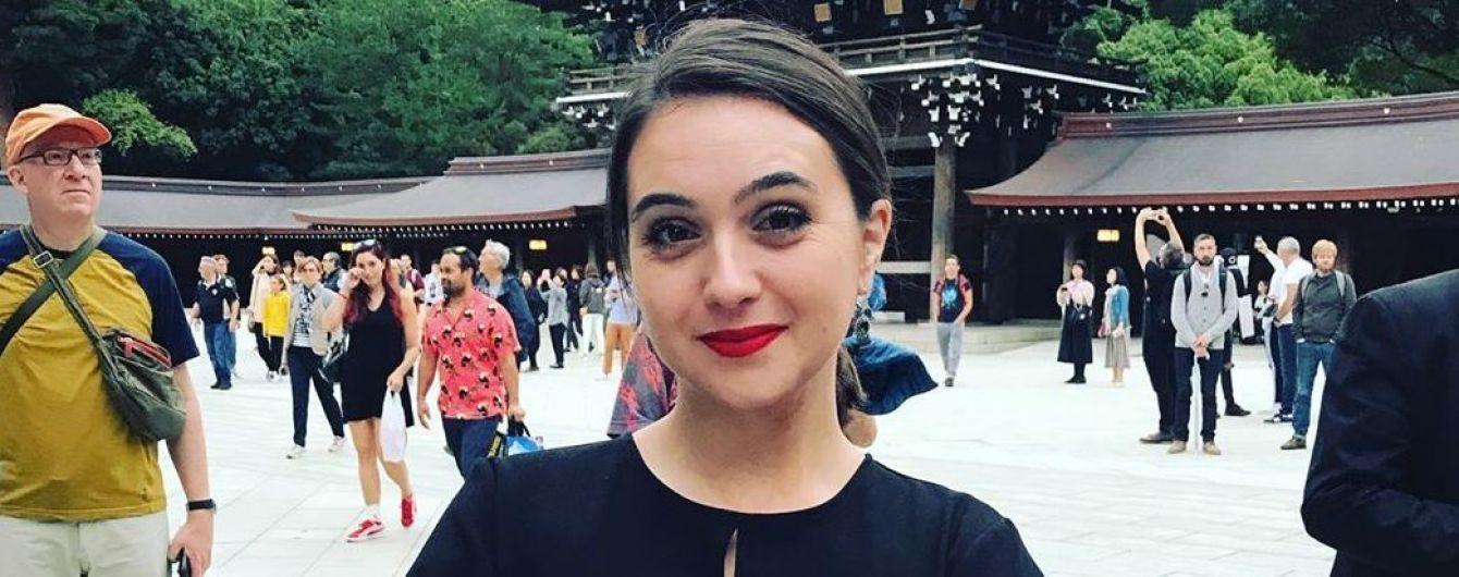 В любимой юбке и с красной помадой: пресс-секретарь Зеленского Мендель в Японии