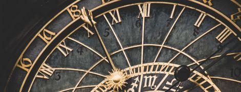 """Чи справді економить енергію та """"вбиває"""" людей: міфи та факти про щорічне переведення годинника"""