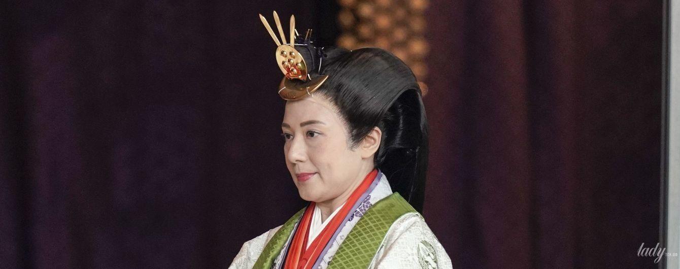 В роскошном наряде и со сложной прической: образ императрицы Масако на интронизации мужа