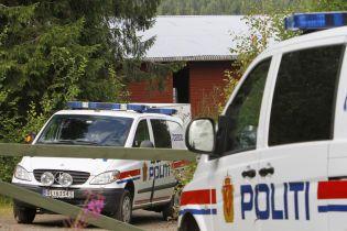 """В Осло вооруженный мужчина украл """"скорую"""" и сбил на ней людей"""