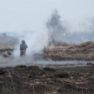 На Донбассе на взрывном устройстве подорвался украинский военный - Минобороны