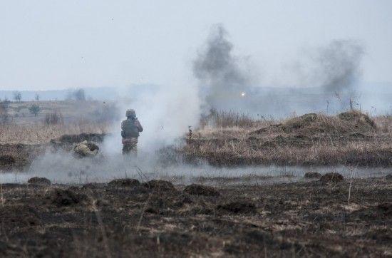 Артобстріли та невдала спроба прориву. Що сталося поблизу Золотого та як на це реагує Київ