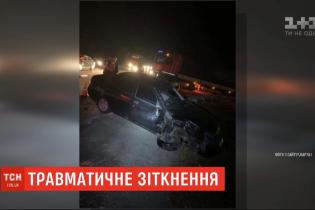 На Львівщині зіткнулися легковик і мотоцикл. Медики рятують життя вагітної пасажирки