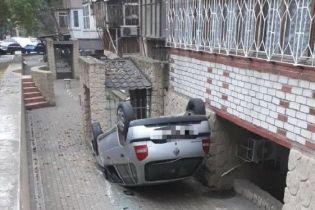 В Одессе машина на скорости слетела с дороги и перевернулась: пострадал 5-летний ребенок