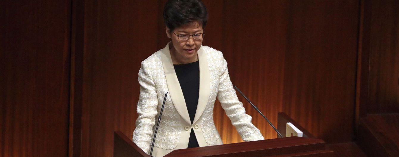 Китай планирует досрочно заменить руководительницу охваченного протестами Гонконга – Financial Times