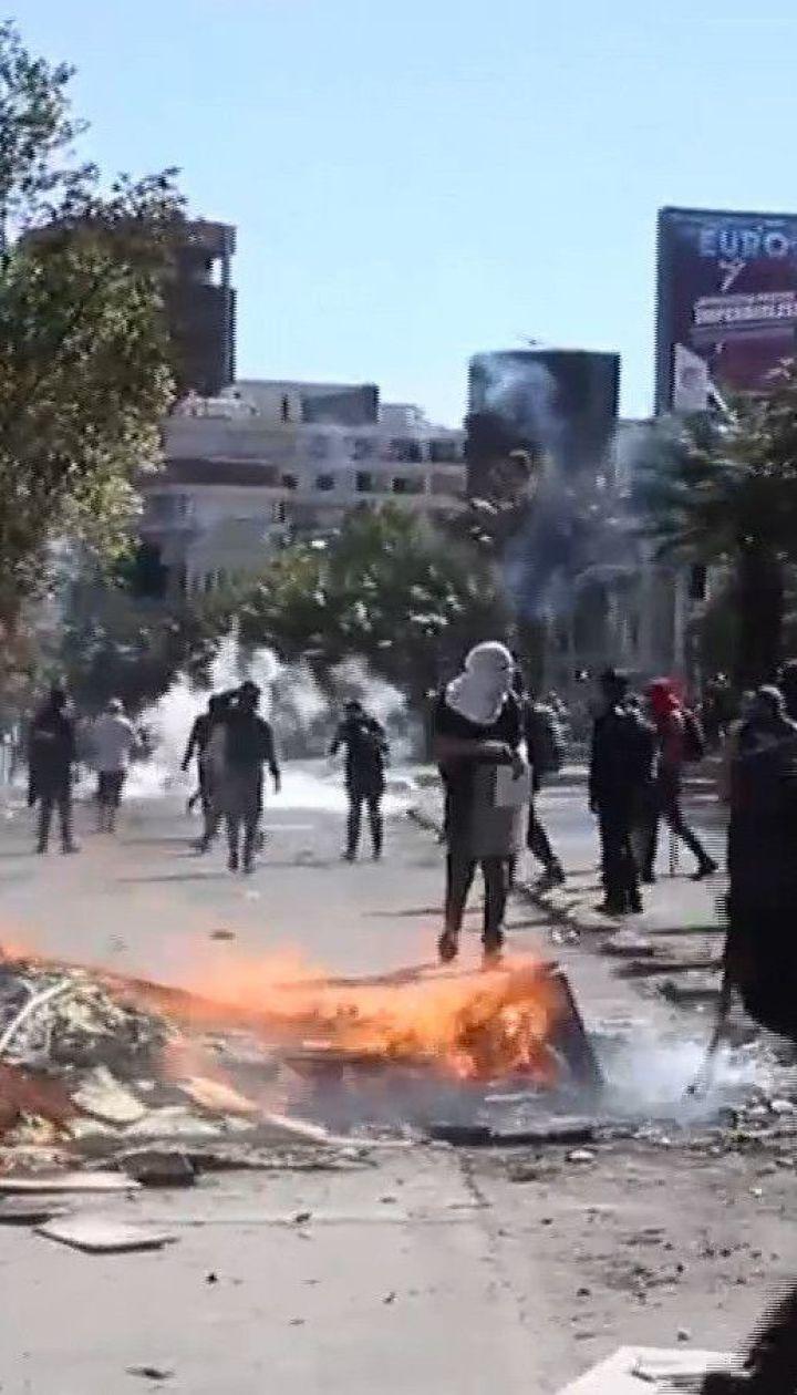 Разбитые витрины и более десятка погибших. В чилийском Сантьяго продолжаются протесты