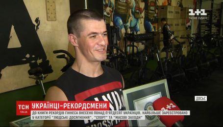 Українець Віктор Набок потрапив до книги рекордів Гіннеса за вертикальне відтискання