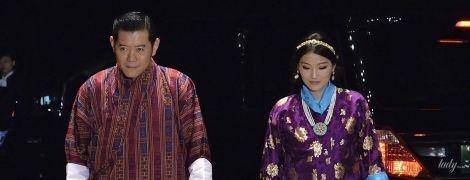 В фиолетово-баклажановых оттенках: яркий аутфит королевы Бутана Джецун