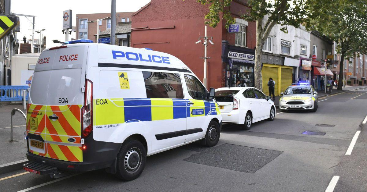 У Британії знайдено заповнену десятками трупів вантажівку