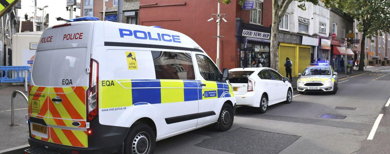 В Британии найден заполненный десятками трупов грузовик