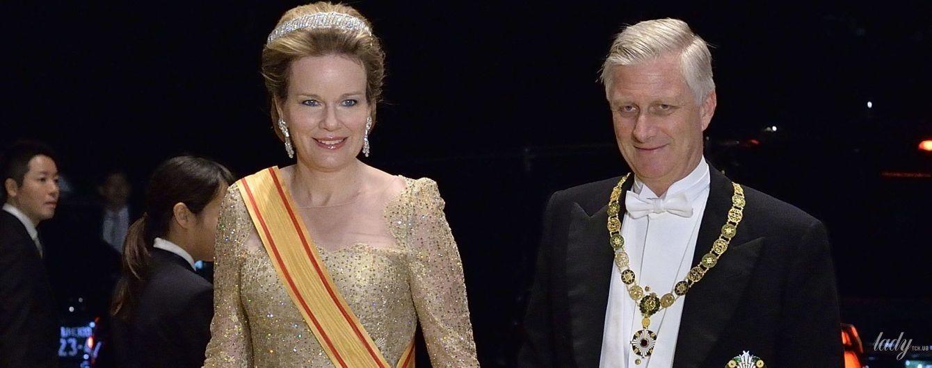 Вся в золоте и в бриллиантовых серьгах: эффектная королева Матильда на банкете у императора
