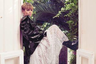 Шарлиз Терон в кружевном платье и косухе снялась в красочной фотосессии