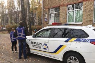 В Киеве школьница выпрыгнула в окно с четвертого этажа школы