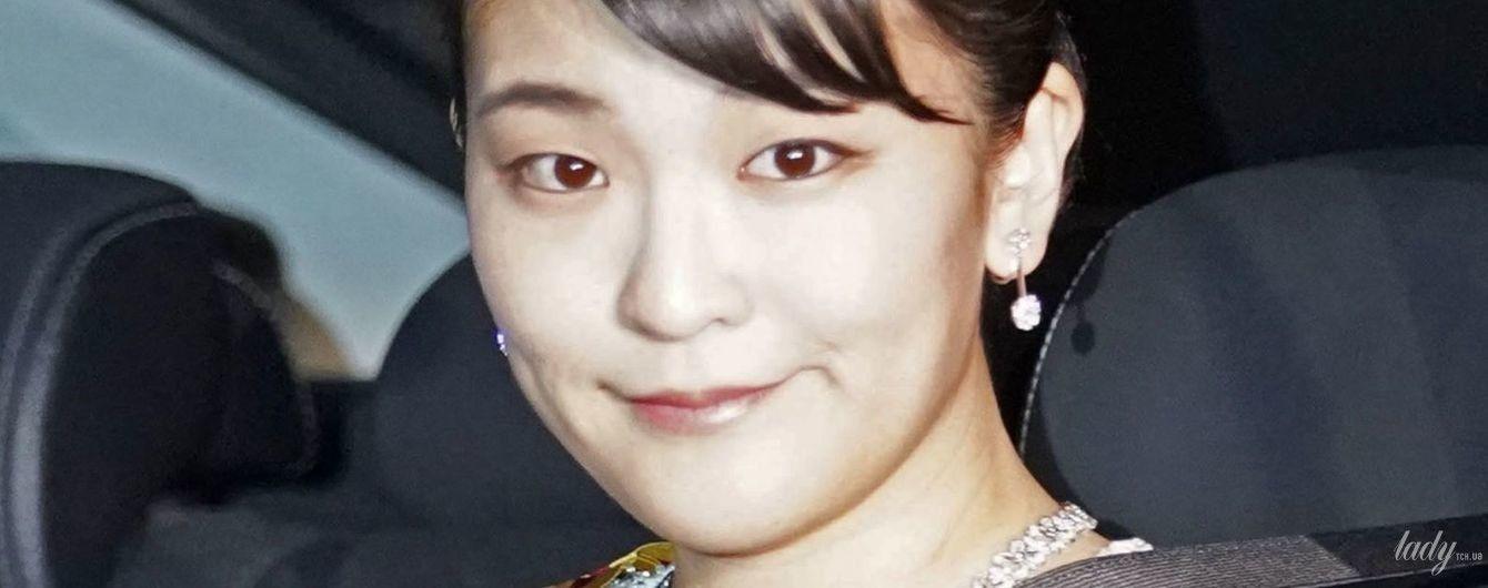 Японская принцесса Мако в красивой бриллиантовой тиаре появилась на банкете
