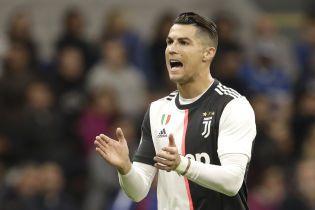 Роналду сигнализировал об офсайде после гола своего одноклубника, фанаты захейтили португальца