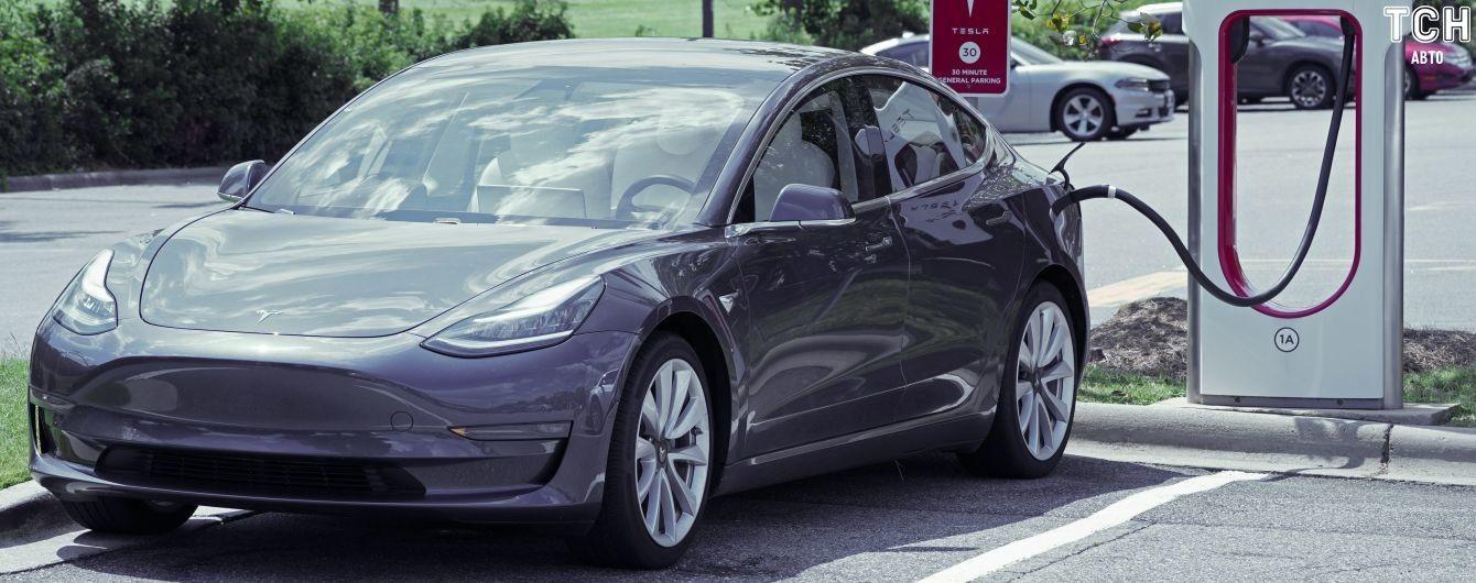 Tesla встановила у Казахстані першу зарядну станцію