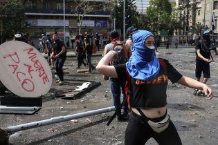 Нова хвиля протестів в Чилі. Під час сутичок постраждали понад 100 людей
