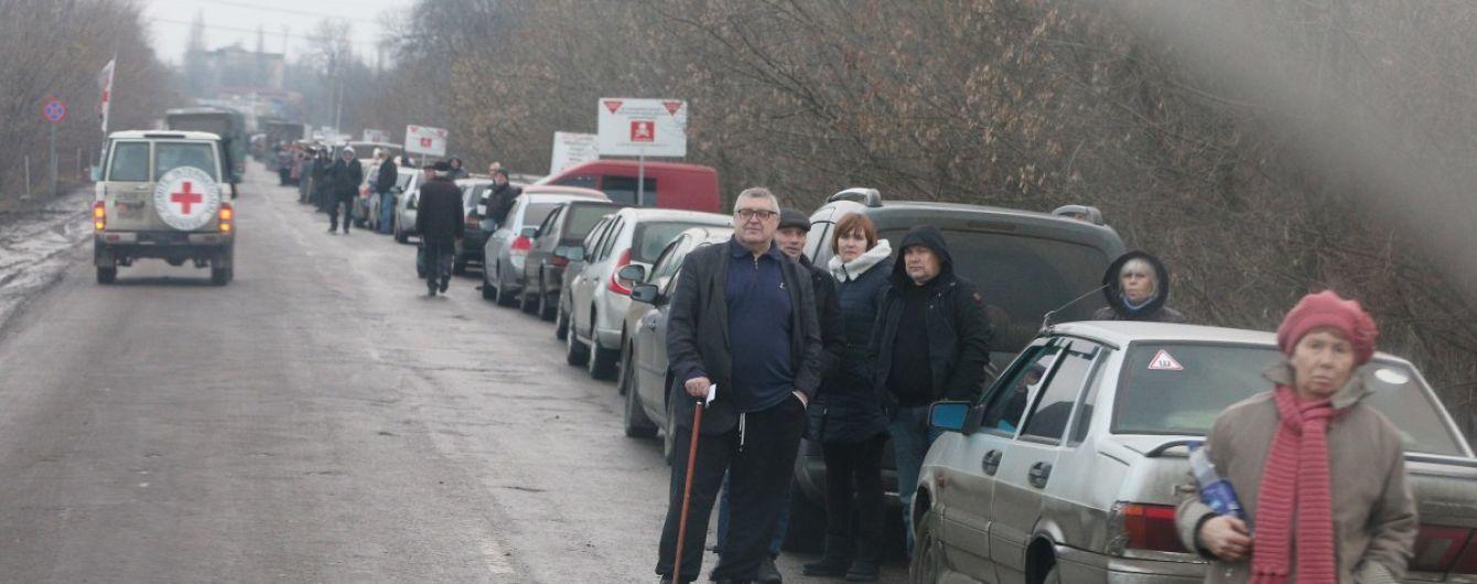 Боевики не чистят дороги на оккупированном Донбассе, парализовав работу КПВВ