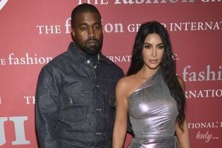 В оттенке металлик: Ким Кардашьян в обтягивающем аутфите вышла на красную дорожку
