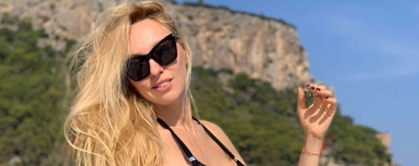 Обіймаючись і в бікіні: Оля Полякова з донькою відпочиває в Італії