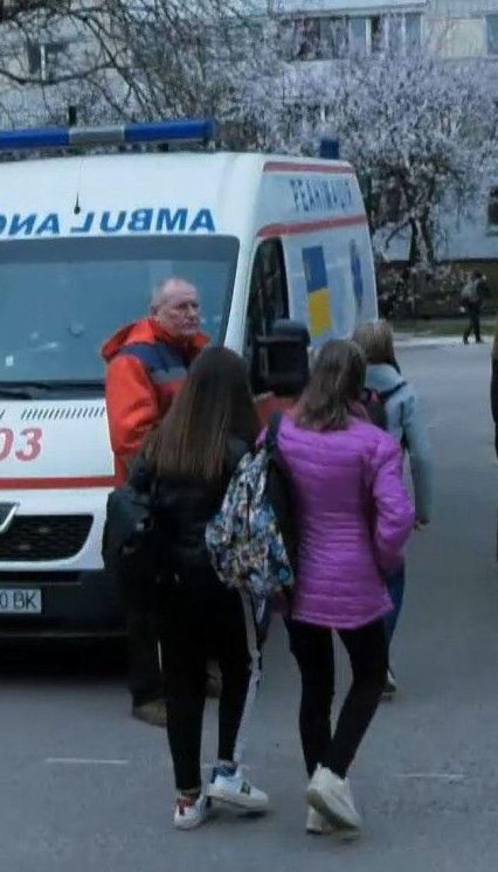 В столичной школе ученик распылил перцовый газ: три школьницы оказались в больнице