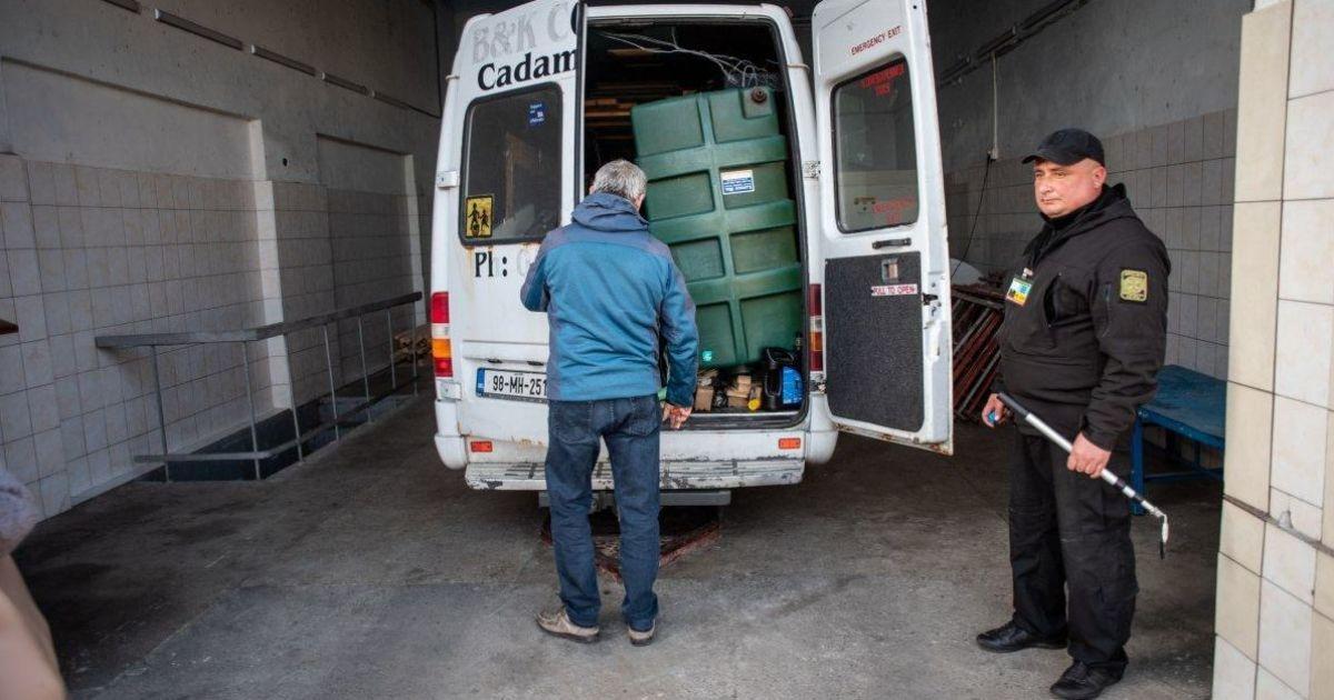 На українській митниці будуть знищувати посилки з підробками