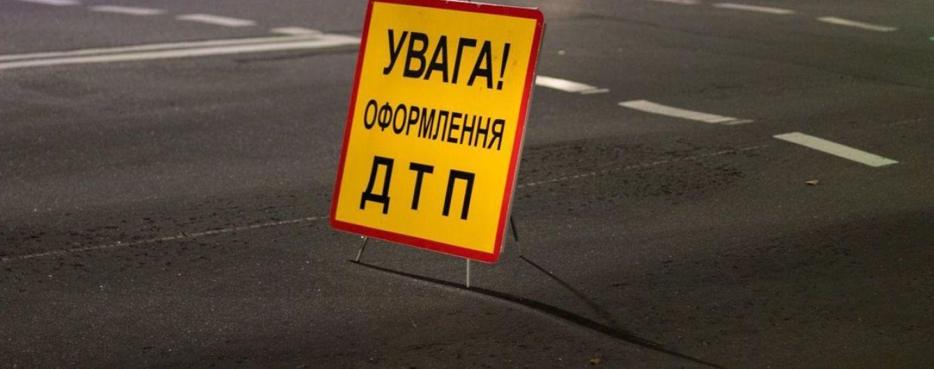 В Киеве грузовик влетел в маршрутку: есть пострадавшие