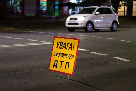 У Києві вантажівка влетіла у маршрутку: є постраждалі