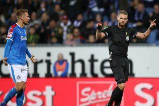 В Германии арбитр назначил пенальти за нелепый поступок запасного игрока