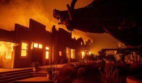 В Калифорнии десятки тысяч человек эвакуируют из-за лесных пожаров. Огонь грозит испепелить целые города