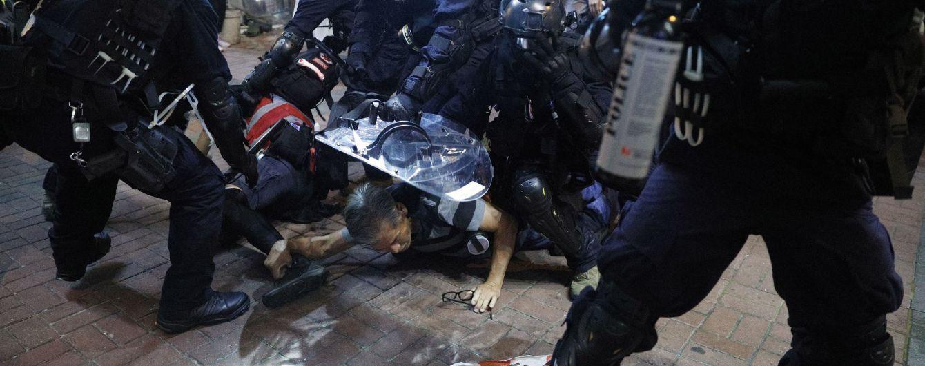 Щонайменше 54 людини постраждало під час сутичок на вулицях Гонконга