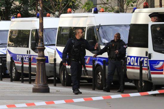 Французька поліція затримала сімох осіб, який підозрюють у підготовці терактів