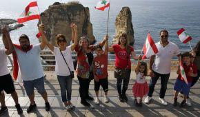 В Ливане тысячи митингующих образовали огромную цепь единства