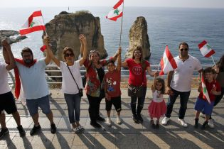 У Лівані тисячі мітингувальників утворили величезний ланцюг єдності