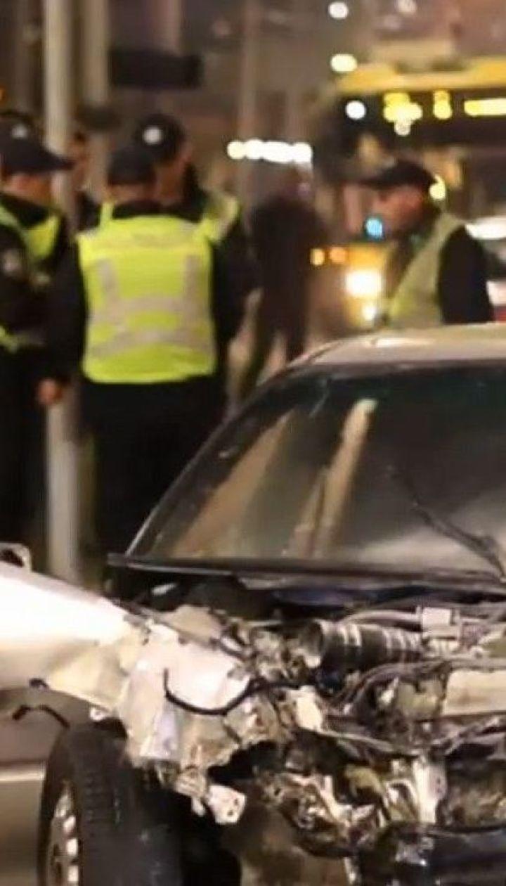Масштабна аварія: у Києві на перехресті зіштовхнулись два легковики