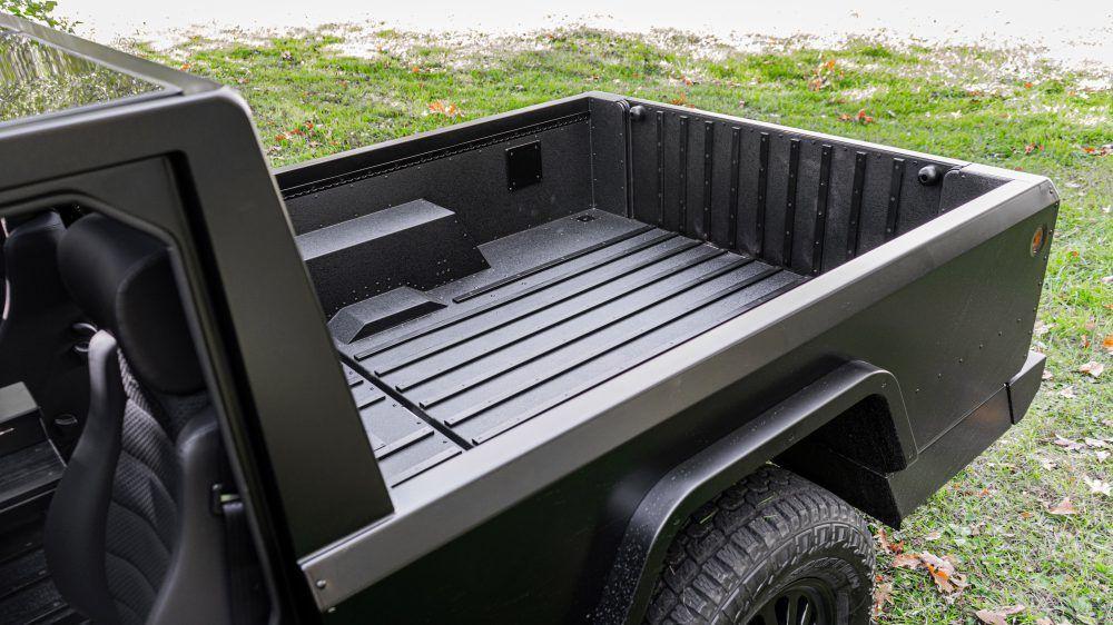 Стали известны цены электрических конкурентов Hummer