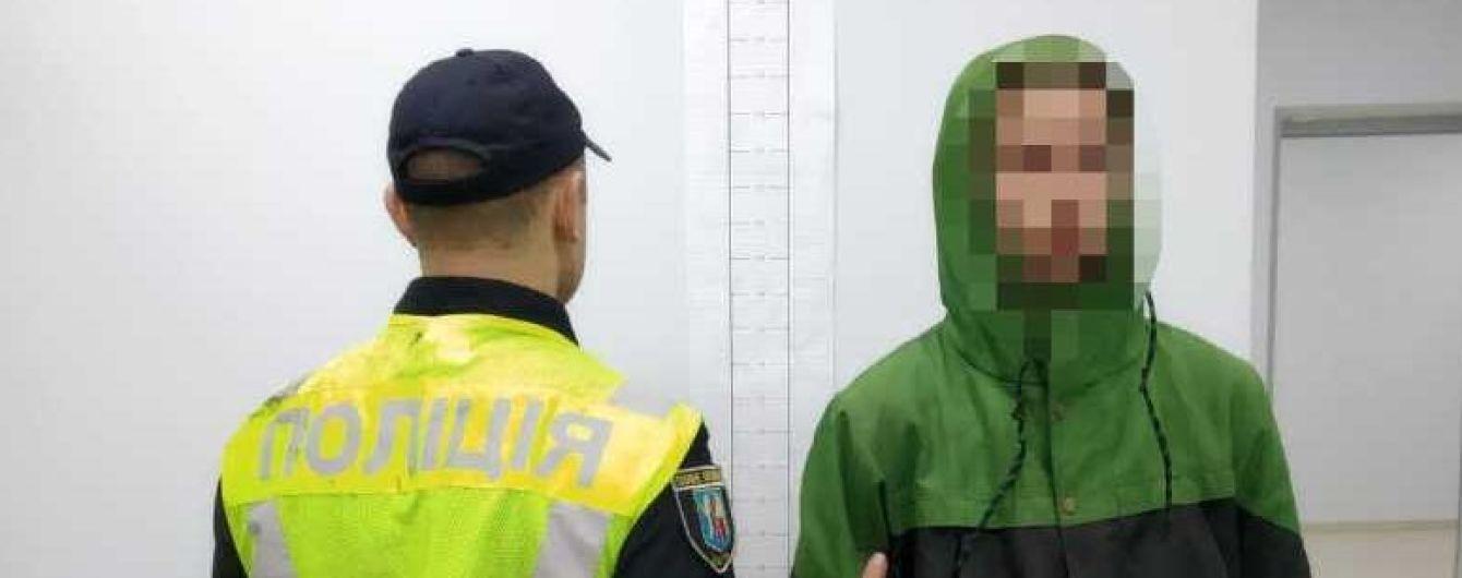 У Києві на Теремках молодик намагався зґвалтувати неповнолітню. Його затримав таксист