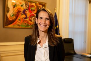 Впервые в Бельгии правительство возглавила женщина