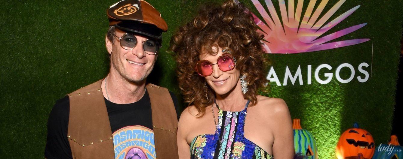 Вся в блестках, парике и розовых очках: яркая Синди Кроуфорд отдохнула на Хэллоуин-пати